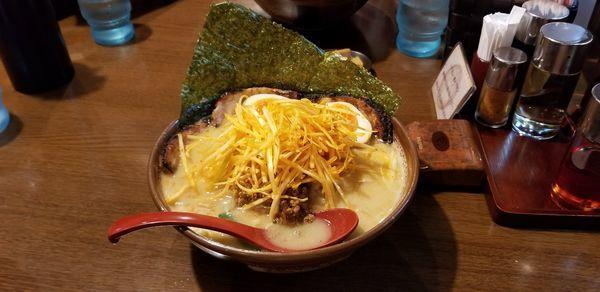 「江戸前味噌炙りチャーシュー麺、ネギ、味玉」@麺場 田所商店 足立江北店の写真