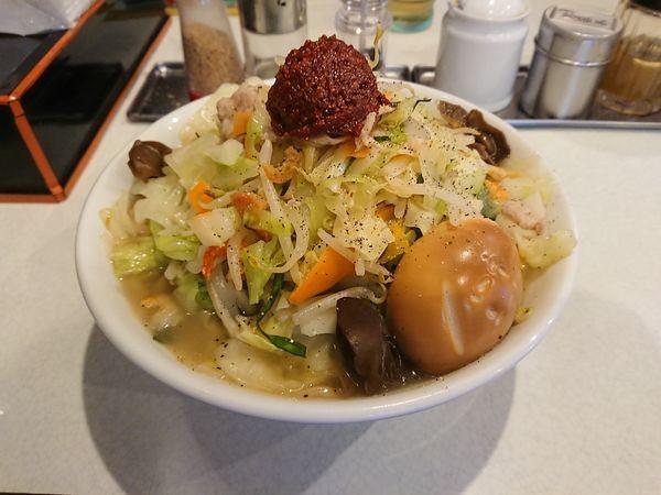 「赤玉たんめん 900円(+燻製玉子100円)」@麺処 まるよし商店の写真