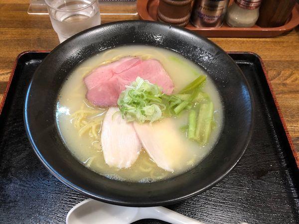 「濃厚塩鶏そば」@らぁ麺 おかむらの写真