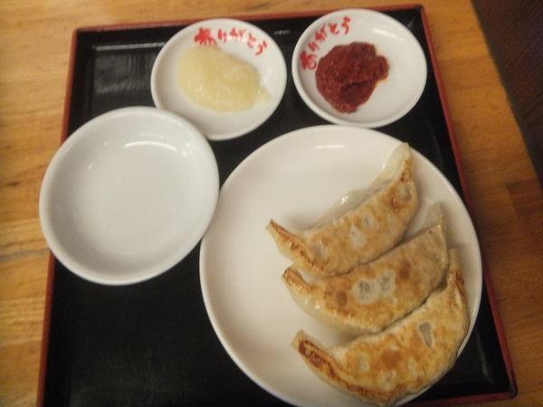 「半餃子190円+税(クーポンで無料)・味噌坦々麺780円+税」@めん王 若柴店の写真
