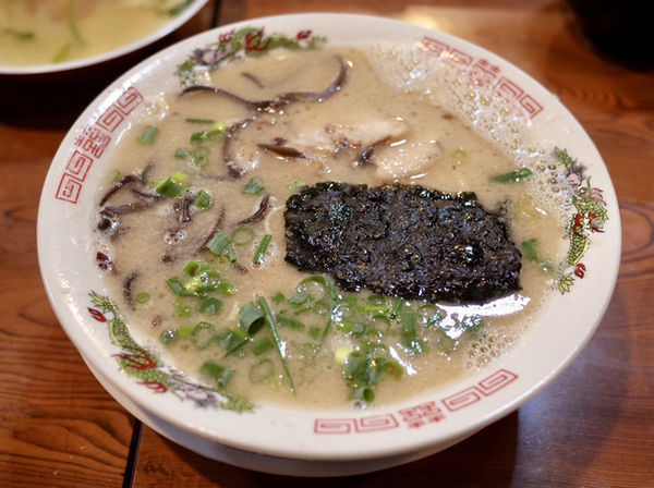 「豚骨ラーメン…600円」@じらい亭の写真
