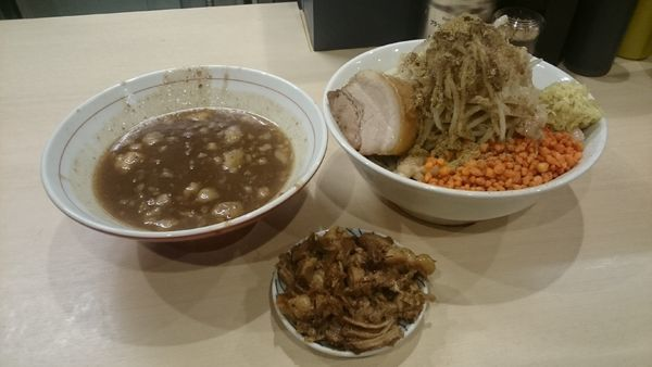「つけ麺・大・ショウガ・ほぐし・端豚(アブラ辛揚げ)¥1000」@鷹の目 蒲田店の写真