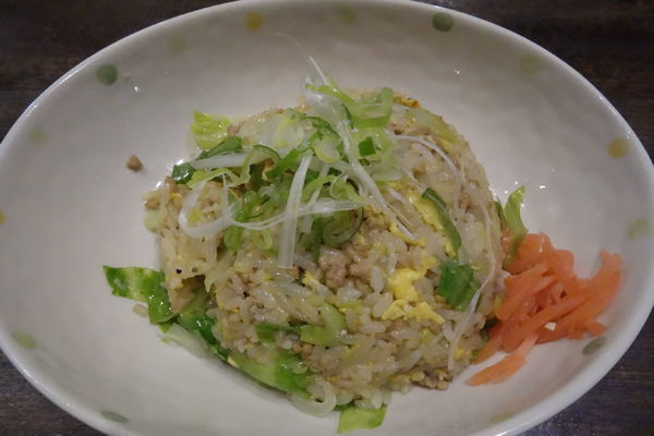 「挽肉とレタスの半チャーハン」@味噌らーめん専門店 味噌三礎の写真