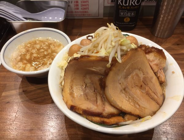 「雷そば(並 濃厚 ヤサイニンニク)+豚増し+うずら+アブラ」@雷 本店の写真