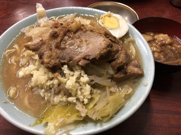 「富士丸ラーメン(にんにく・あぶら)+あぶら+生卵¥940」@ラーメン富士丸 神谷本店の写真