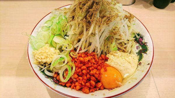 「まぜそば(麺少なめ[250g]・ニンニク・辛揚げ・ガリマヨ)」@鷹の目 蒲田店の写真