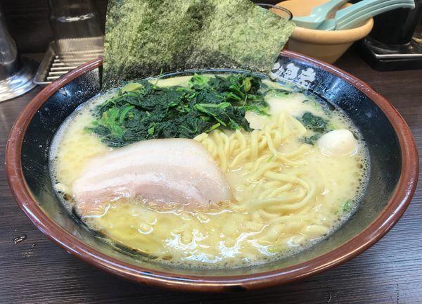 「ラーメン(塩)ガチ盛り+ほうれん草」@横浜家系ラーメン 大黒家の写真