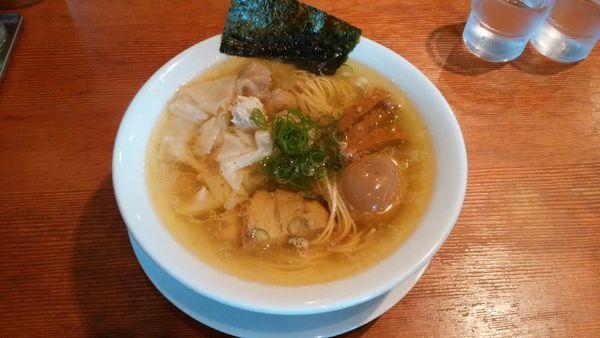 「自家製ワンタン塩らぁめん¥900-+味玉¥100-」@自家製麺 えなみの写真