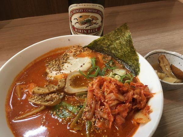 「レッドホット味噌ラーメン 700円(キムチ+100円)」@天下一らーめんの写真