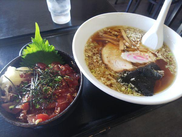 「まぐろの漬丼ラーメンセット1300円」@長谷川食堂の写真
