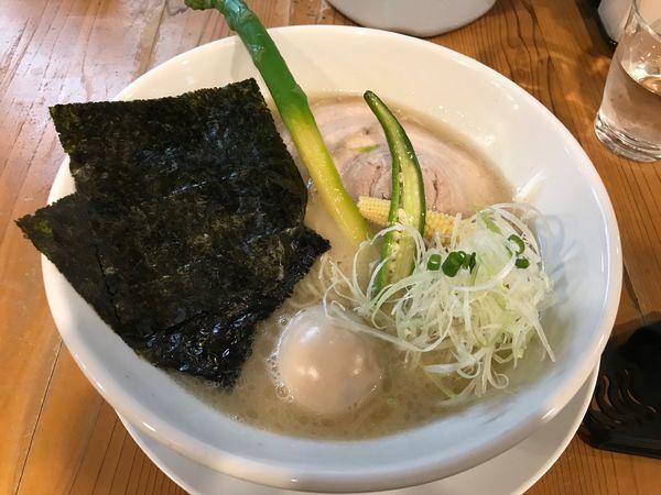 「特製豚白湯ラーメン+味付半替玉 880+100円」@ろく月の写真