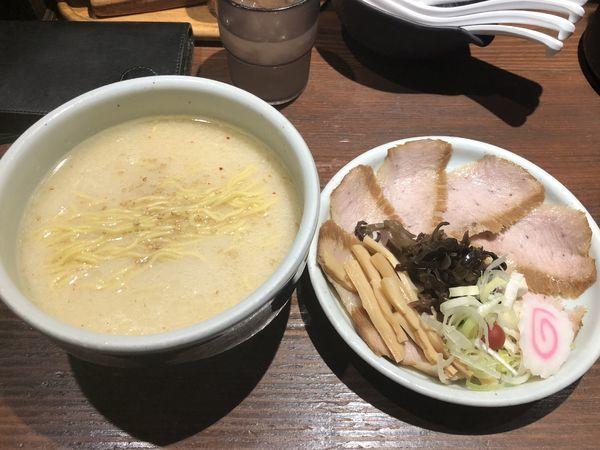 「特選とろ肉塩ラーメン」@らーめん 山頭火 新宿南口店の写真