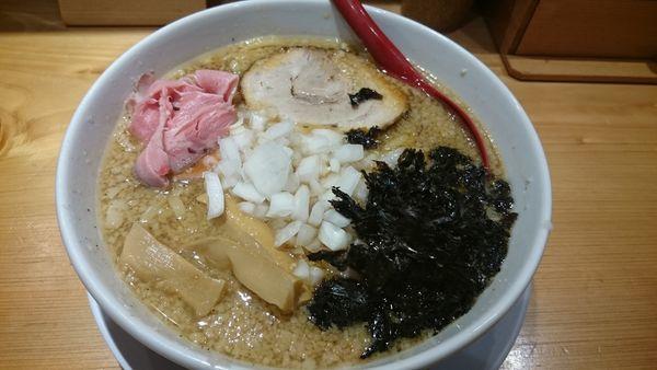 「背脂醤油らー麺 (800円)」@焼きあご塩らー麺 たかはし 上野店の写真