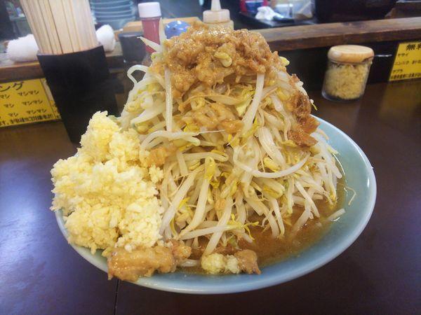 「中ラーメン、野菜半マシ、アブラ、ニンニクマシマシ」@立川マシマシ秘密工場の写真