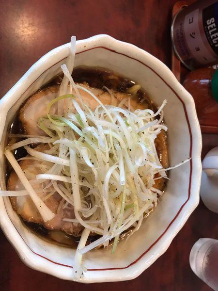 「チャーシュー麺中盛り、白髪ねぎ」@らーめん 誠やの写真