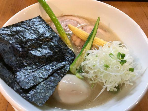 「特製豚白湯+替玉 硬め 850+100円」@ろく月の写真