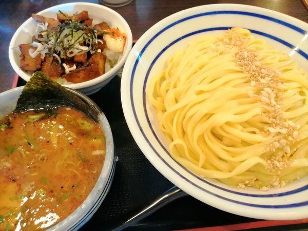 「つけ麺大盛 チャーシュー飯」@いっとうやの写真