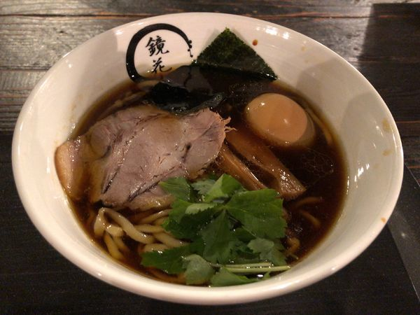 「醤油ラーメンセット(牛すじ丼) + 味玉」@らーめん愉悦処 鏡花の写真