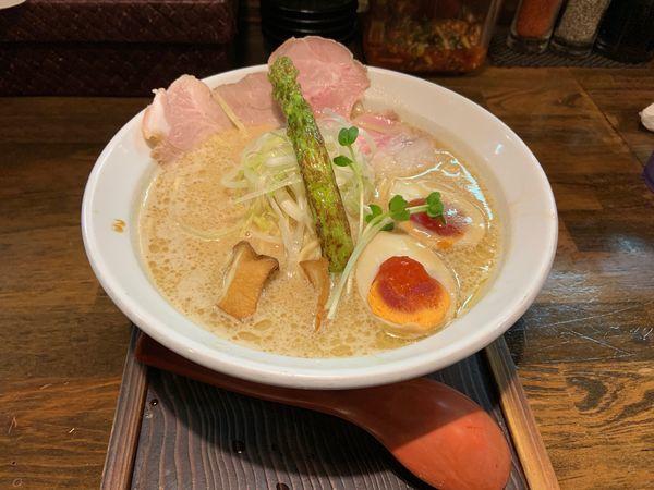 「極濃らーめん味玉850」@麺69チキンヒーローの写真