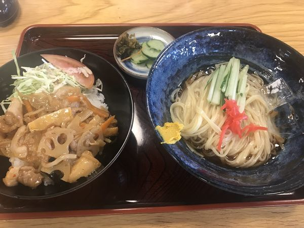 「豚肉スタミナ丼と冷やしらーめん 700円」@マルイチ 神田軒の写真