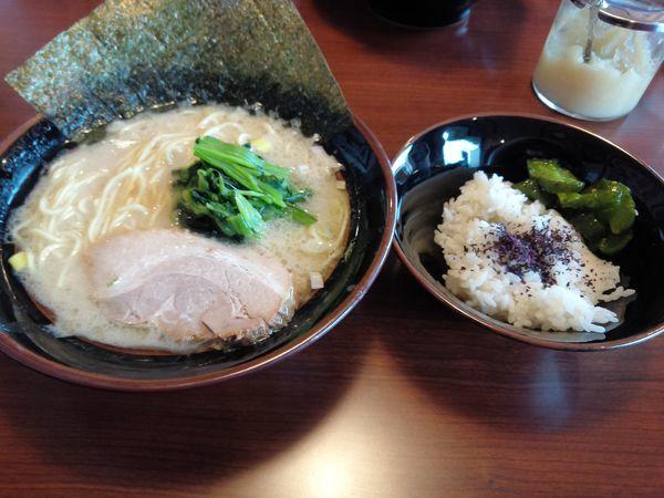 「塩豚骨ラーメン並780円硬め濃いめ多めライス付」@横濱家系ラーメン 茜家の写真