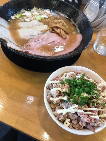 「特製豚骨魚介中華そば大盛 縮れ麺」@自家製中華そば 麺の虜の写真