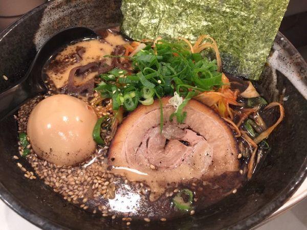 「黒ラーメン」@九州博多らーめん麺屋 悟空 立川店の写真