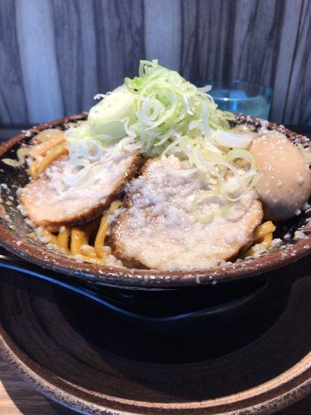 「爆盛油脂麺(300g)➕薬味多め」@らーめん 平太周 味庵 西大島店の写真