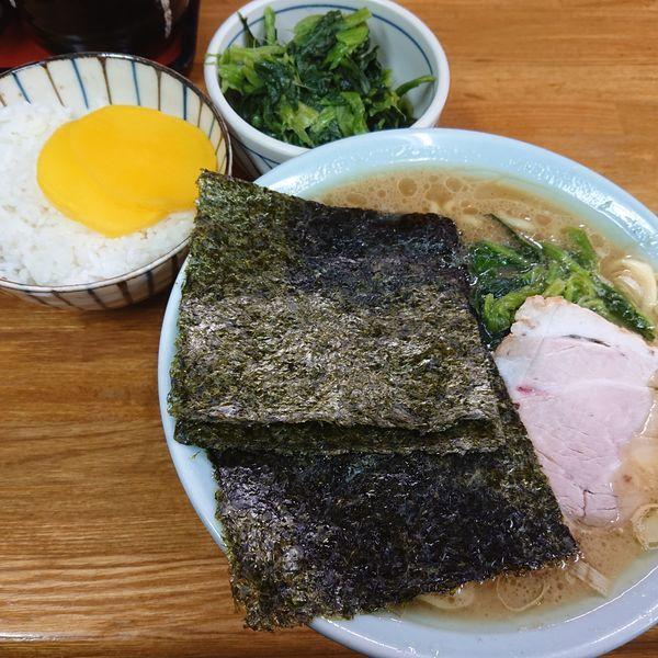「ラーメン(並)730円硬め、ほうれん草100円、小ライス10」@千葉家の写真