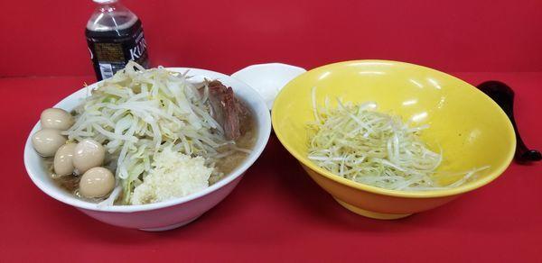 「少ラーメン、うずら、味ネギ、玉ねぎ。」@ラーメン二郎 茨城守谷店の写真