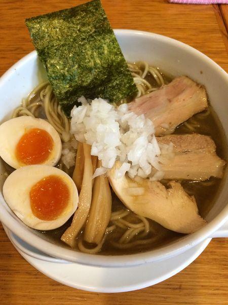 「煮干しそば(並)700円➕味付玉子(ラーパス・サービス)」@煮干そば とみ田の写真