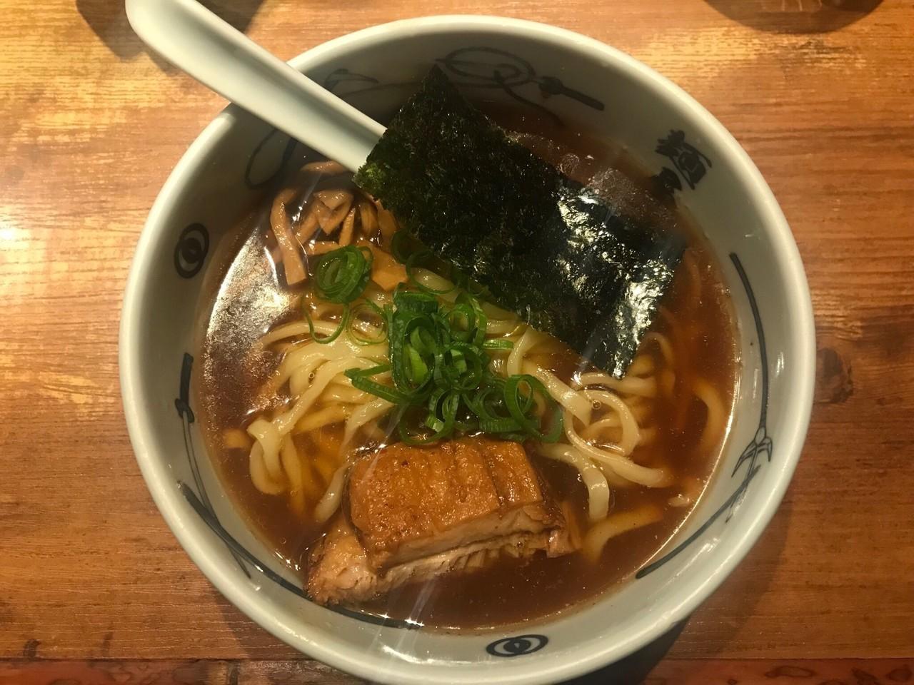 新宿駅周辺の煮干しラーメンまとめ!ニボラバーをうならせる超濃厚煮干しなど!
