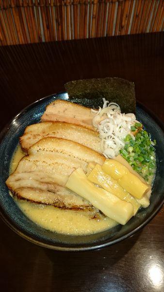 「炙りチャーシュー麺」@らーめんなが田の写真