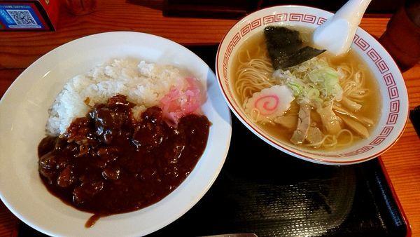 「Bセット(中華そば+牛すじカレーライス) 830円」@煮込み食堂 まるしばの写真