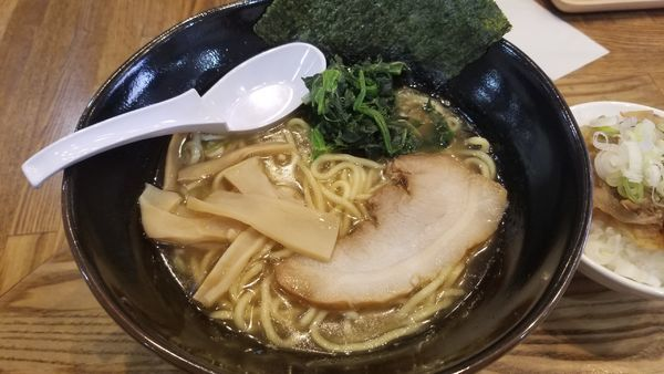 「二号らあめん 醤油 大盛 脂多め」@らあめん 万咲 松本店の写真