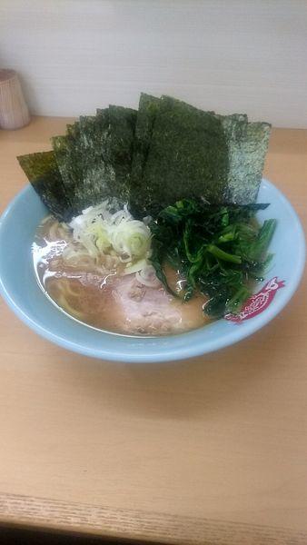 「ラーメン かため 海苔まし」@横浜ラーメン 町田家 新宿南口店の写真