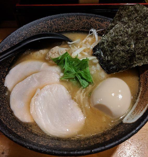 「特製濃厚鶏骨醤油そば ¥980」@濃厚鶏そば 麺屋武一 新橋本店の写真