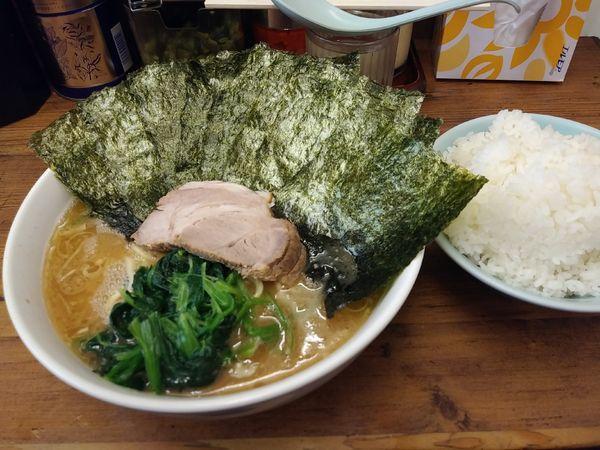 「ラーメン大盛り海苔増し」@横浜ラーメン 武蔵家 国領店の写真