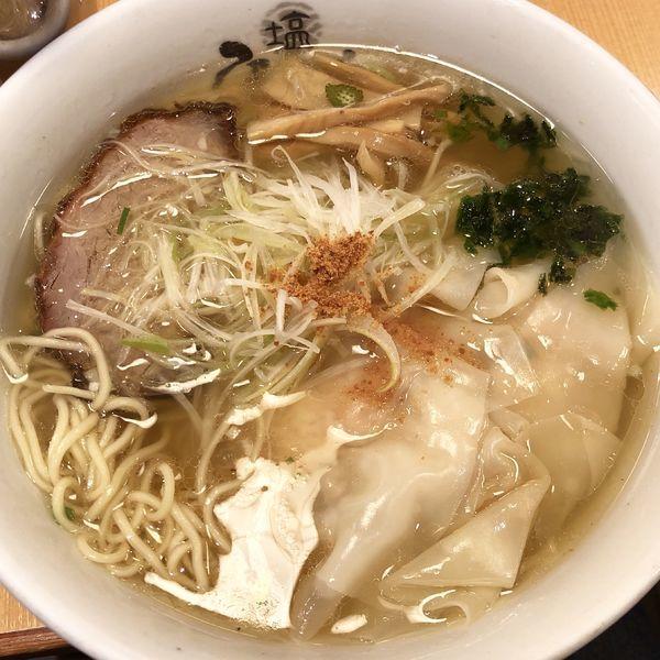 「海老塩わんたん麺+生ビール」@塩専門 ひるがお 東京駅店の写真