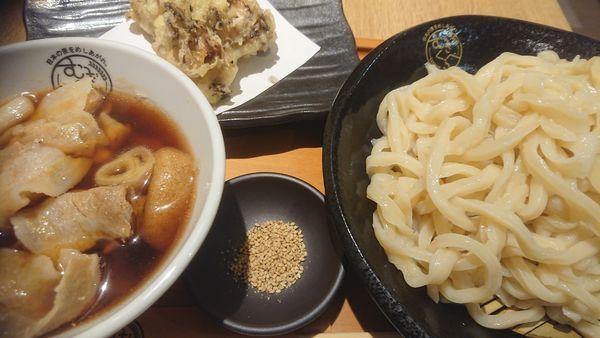 「肉ネギつけ汁うどん+大盛り+舞茸天(じんこ)」@むぎくらべの写真