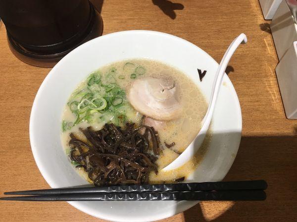 「白丸元味 替え玉ランチ ¥972」@博多一風堂 新宿アイランドタワー店の写真