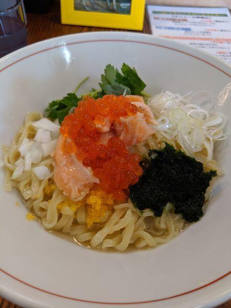 「サーモンとイクラと生のりと山葵の和えそば」@拉麺 イチバノナカの写真