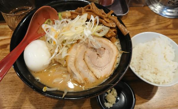 「味噌ラーメン+半熟玉子+メンマ+ライス(野菜とニンニク増)」@麺処 花田 上野店の写真