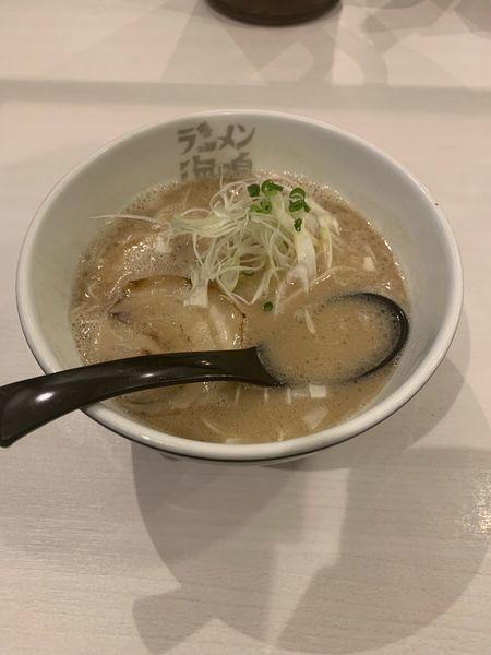「とんこつラーメンノーマル」@ラーメン海鳴 福岡空港店の写真