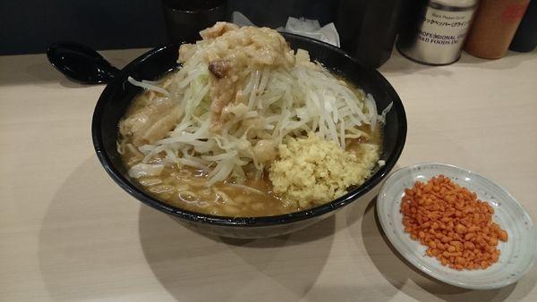「大ラーメン・ショウガ(アブラ辛揚げ別皿)¥900」@鷹の目 蒲田店の写真