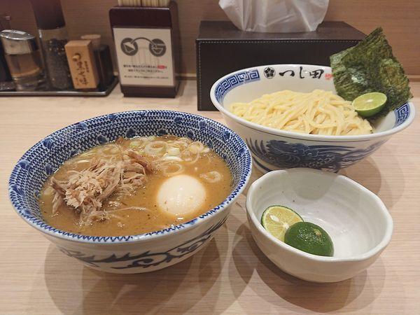 「濃厚豚崩しつけ麺+すだち」@つじ田 池袋西口店の写真
