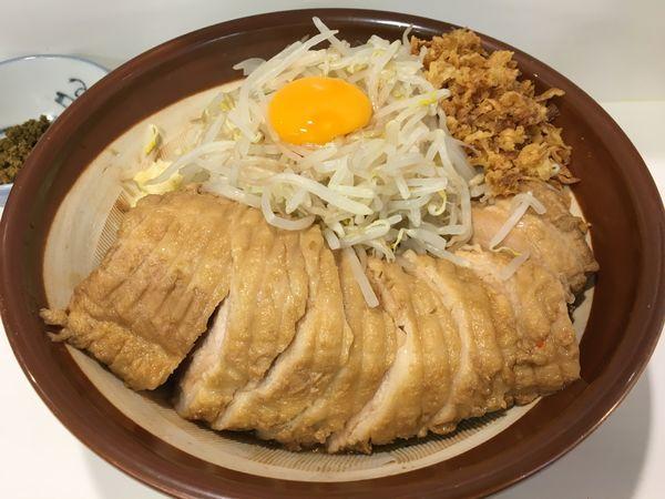 「豚一本汁なしラーメン(ニンニクスクナメ カレー別皿)」@ハイパーファットンの写真