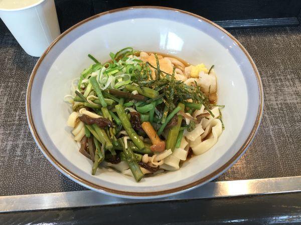 「冷やし山菜きしめん(¥540)」@名代きしめん 住よし JR名古屋駅・新幹線上りホーム店の写真