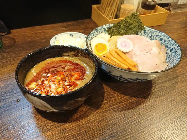 「ピリ辛6種のスパイスつけ麺 味玉 ねぎ トッピング」@麺処はなぶさの写真