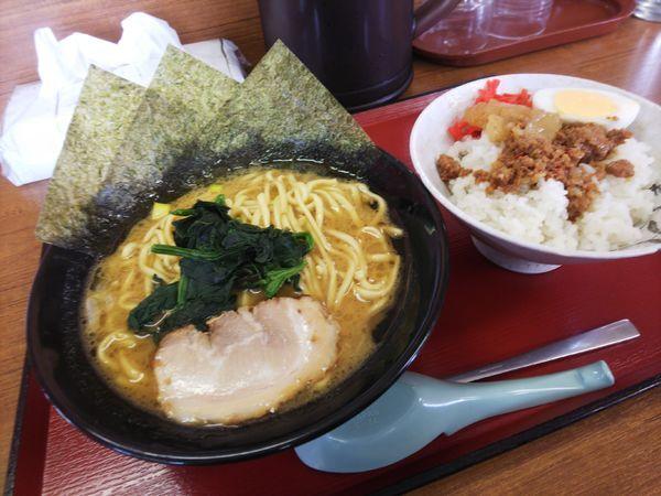 「ハーフマシライスセット980円」@ライスとらーめん立川家 いせさき店の写真